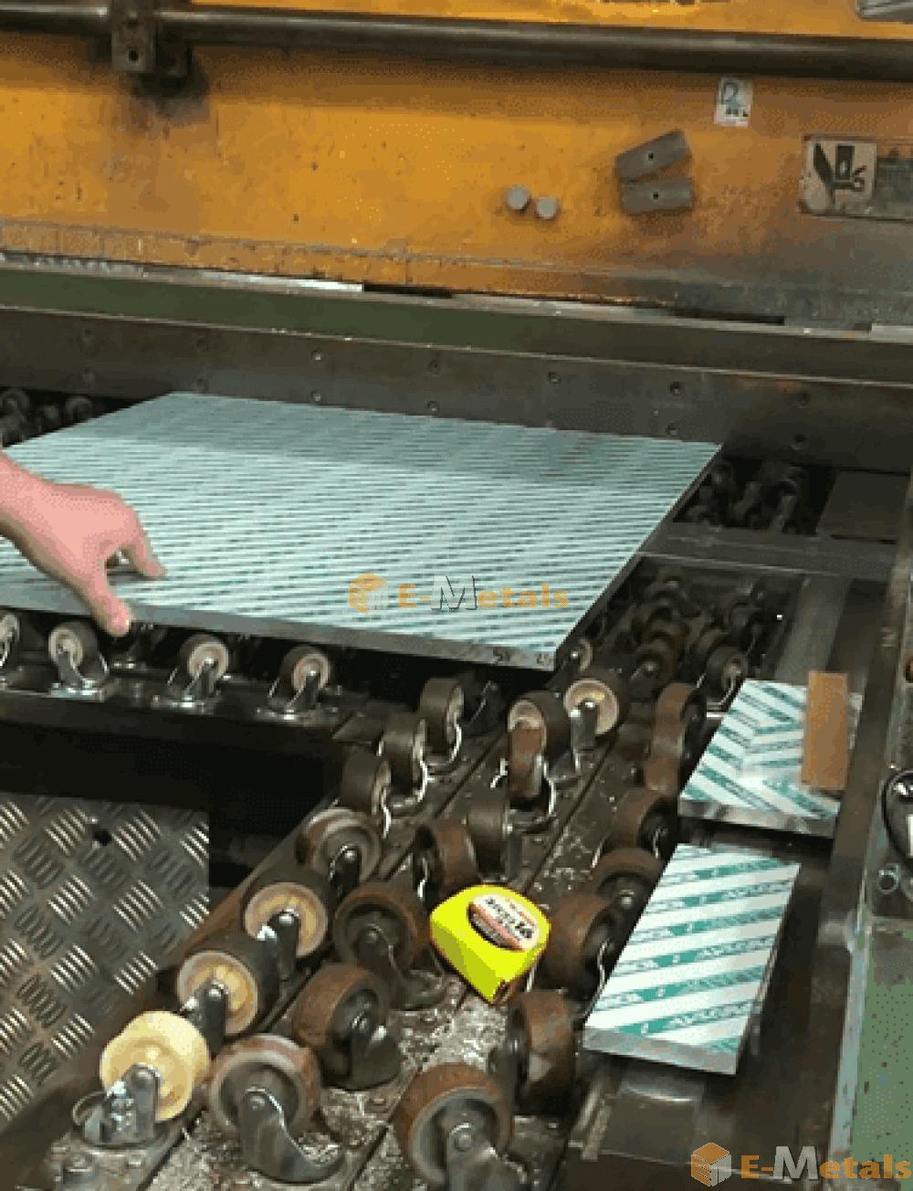 アルミ 板材 カット 寸切 材料投入
